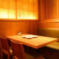 【2~16名様までOK】席のレイアウトができます。お客様の人数によってご案内できます。和紙の障子、木の格子、全体的に和を基調とした一体感のあるテーブル席です。居心地がとても良いですので是非ご利用下さい!