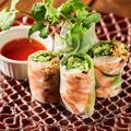料理メニュー写真海老とアボカドの生春巻き 自家製スイートチリソース