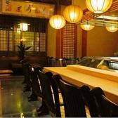 【雰囲気の良い店内で変わり寿司いかがですか。】