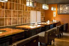 【2階テーブル】4名掛け×4卓、6名掛け×1卓