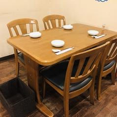 4名様ご利用可能のテーブル席ございます。
