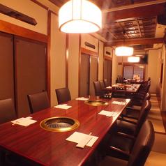 2階は完全個室完備!靴を脱いでゆったりと寛げる個室となっています。貸切をすれば最大40名様まで収納可能となります!大型宴会も少人数宴会も徳寿苑にお任せ下さい!