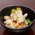 料理メニュー写真鶏皮せんべい塩ポン酢
