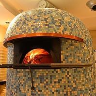 イタリア製の薪窯で焼き上げます!!