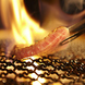 サッと5秒炙りで肉の旨味を堪能!