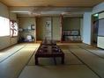 個室は6名用×3、10名用×1、15名用×1、20名用×1、人数に応じてご案内ができます。