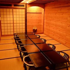 琉球料理と琉球舞踊 四つ竹 久米店の特集写真