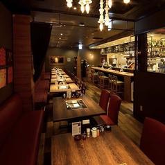 貸切も対応可能です!お客様にゆっくりお食事をしていただくため、内装や照明にこだわっております。大規模宴会も受け付けておりますのでお気軽にご連絡ください。