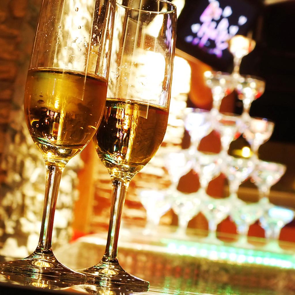 15大特典プランではLEDシャンパンタワーをサービス!5段に積まれたグラスにたっぷりのシャンパンを…