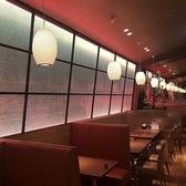 広々として店内空間、ビュッフェでお料理を取りにいきやすいよう通路も余裕のある空間設計です★