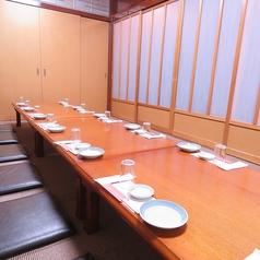 【座敷個室】ゆったりできるお座敷は人数に合わせてご用意致します。旨い料理と旨い酒…心ゆくまでお楽しみ下さい。