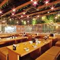 緑あふれる異空間♪まるで屋外のキャンプ場の様な幻想的な店内 。10名様~40名様の中型の宴会に最適。宴会最大150名様までご利用可能なパーティスペースをご用意。店内貸切も承っておりますので、お気軽にお問い合わせ下さいませ♪貸切は100名様から可能です!ぜひ会社のお集りや、各種イベント・パーティにどうぞ♪