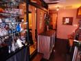 落ち着いた雰囲気の店内。デートやご家族でのご利用などプライベートシーンはもちろん、接待や食事会などのビジネスシーンでも利用いただける雰囲気です。