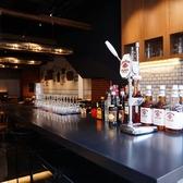 お洒落なバーカウンターで美味しいお酒を楽しむこともできます◎梅田駅からのアクセスも良好でパーティーや女子会にもおすすめです!!