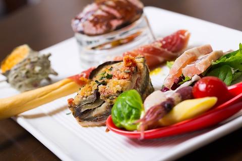 落ち着いた雰囲気の中で、前菜からパスタ、ドルチェまでお楽しみ下さい。