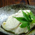 料理メニュー写真ゆば豆腐岩塩~アボガドオイルで~