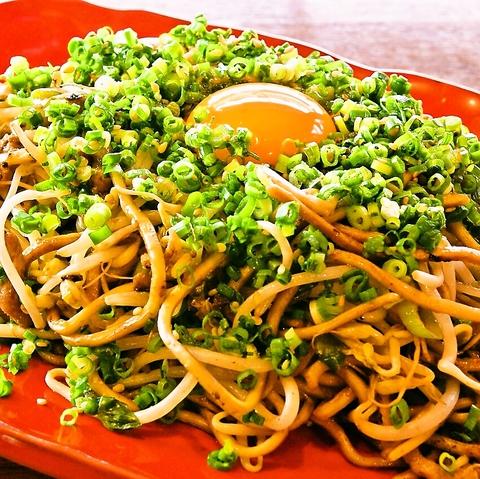 【博多】国産の全粒粉をブレンドした自家製麺のパリパリモチモチの食感を頂ける。
