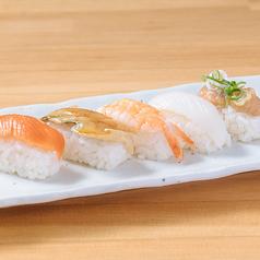 寿司盛り合わせ・サーモンユッケ寿司・オニオンサーモン握り寿司・焼きそば・釜玉うどん・特製肉うどん