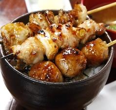 焼き鳥丼(味噌汁付き)/豚丼(味噌汁付き)※各種の料金です