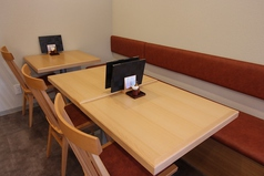 結合可能なテーブル席。