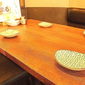 テーブル席の向かいはカウンター。1~2名様