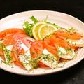 料理メニュー写真とろ~り半熟卵のシーザーサラダ/トマトと豆腐のゆず醤油サラダ