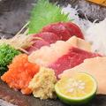 料理メニュー写真【肉刺身一品】熊本直送馬刺/鶏ももタタき