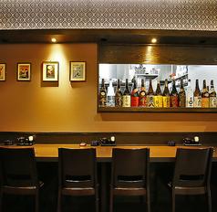 お仕事帰りのちょい飲みにも、2軒目使いにもお使いいただける、居心地がよいカウンター席。お一人様もお気軽にお越しください。