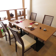 6人掛けテーブル席は、接待・ご会食など特別なシーンに。