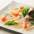 料理メニュー写真熟成鶏の生ハムカルパッチョ