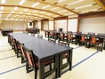 テーブル席もご用意できますので、老若男女快適にご利用いただけます。収容人数など詳細はお問い合わせください。