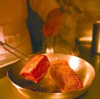 人気メニュー『あか牛の旨塩焼き』は塊のまま焼き上げる