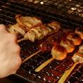 自慢の焼き鳥は1本180円でのご提供。もも串、レバー串、砂肝串、ヤゲンナンコツ串などの様々な種類がございます。また、新鮮なブランド鶏「健味鶏」などの全10品のお料理をお楽しみいただける飲み放題コースは、4000円からのご提供となります。