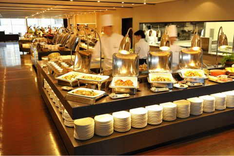 都内最大級のブッフェレストラン「リラッサ」では和食・洋食・中華を約60種ご用意。