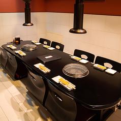 小上がりのお座敷です。お席は堀りごたつとなっております。ご家族でくつろぎながら焼肉を楽しむには最適なスペースとなっております。
