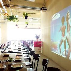 70名ほどの大宴会でも楽々座れる広い空間のside-B。立食でも宜しければ80~100名様対応できます。尚、バリアフリーなので車椅子の方やベビーカーでの来店も問題有りません☆