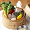 料理メニュー写真季節野菜のセイロ蒸し 中華風バーニャカウダソース