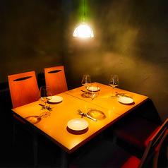 カーテンで仕切られた半個室空間。記念日・お祝いなどでちょっと贅沢気分を味わいませんか?