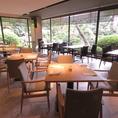 ホテル自慢の日本庭園を眺めながらお食事がお楽しみいただけます。