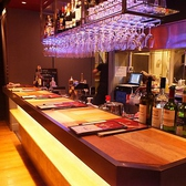 【デート】グラスが作りだすシャンデリアが雰囲気抜群◎カウンターもございます。