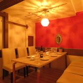 ゆったり落ち着くテーブル席は扉を閉めると個室利用としても大人気☆