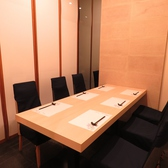 【テーブル】6名まで収容の個室を2室ご用意しております。