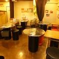 テーブル席は本場韓国から取り寄せたドラム缶風テーブルを使用☆