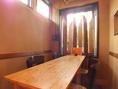 入口からは見えない位置にある、お店奥のテーブル席。6名様まで座れます。すみっこの席ってなんか落ち着く・・・という方にオススメ。