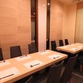 【テーブル】6名個室の壁を取り払い、14名まで収容の個室にすることができます。家族のお祝いごとや、接待などにおすすめです。