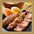 焼鳥3本と玉子で焼鳥親子丼!鶏串・豚串・つくね串の最強トリオで979円(税込)しかも野菜豚汁つき!自家製の焼鳥ダレがご飯と絡んだ自慢の丼ランチです。