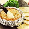 料理メニュー写真まるごとカマンベールチーズ燻製/プロセスチーズの燻製