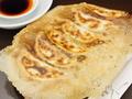 料理メニュー写真羽根付き焼き餃子、小籠包
