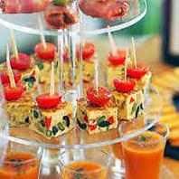 お料理はパーティーシーンに合わせたスタイルで...