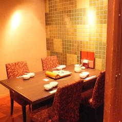 4名様までの完全個室。プライベートな空間で火鍋をお楽しみください。